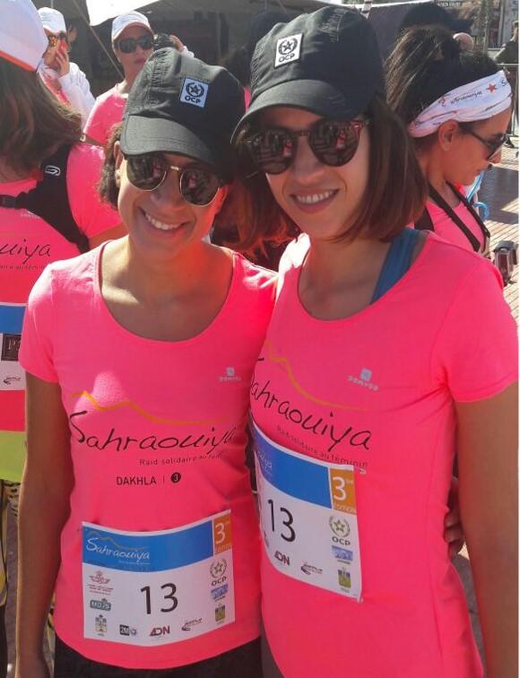 Deux raideuses courent pour la Fondation Zakoura à Dakhla